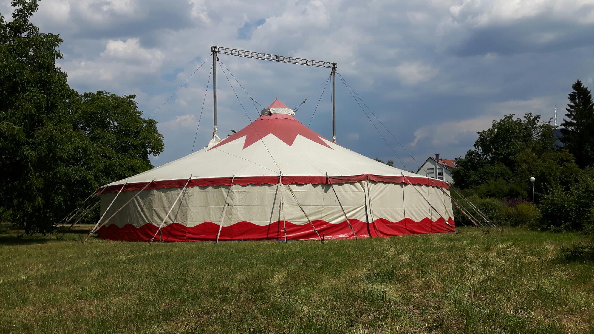 Zirkuszelt der vhs Sommerzirkusschule