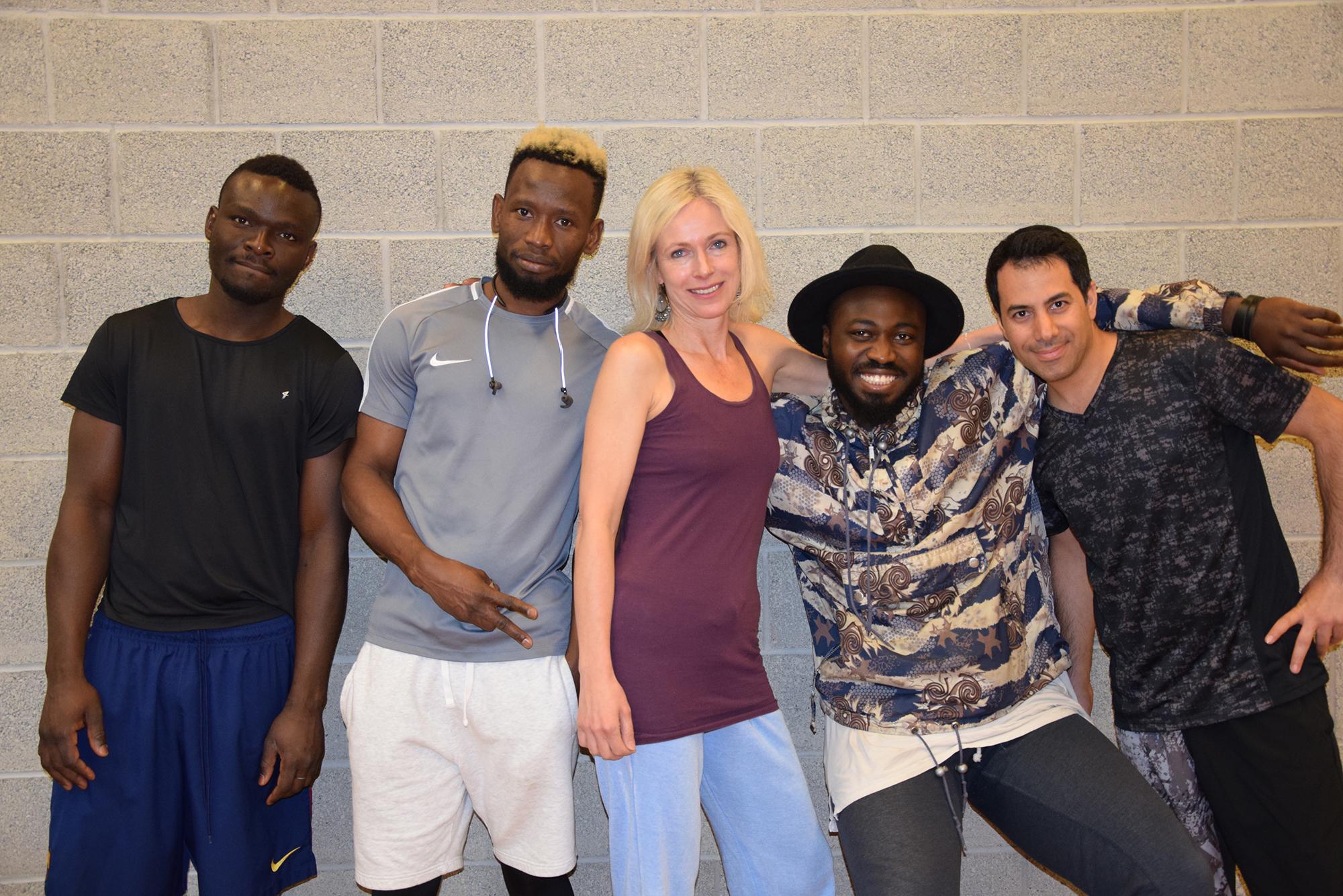 Heidi Rehse mit Tänzern von Dancers Across Borders